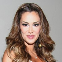 Ninel-Conde-Background