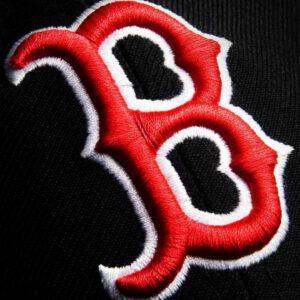 Black baseball hat b logo
